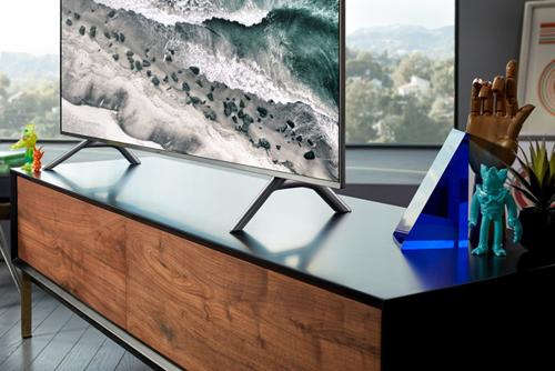Smart TV 4K QLED 55 inch Q6F 2018 QA55Q6FNAKXXV Tuyệt tác Màn hình Tràn viền Chuẩn tương phản HDR10+ cho hình ảnh đẹp mọi góc nhìn Chế độ hình nền sáng tạo Ambient Mode
