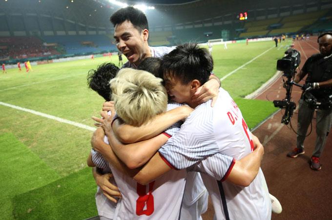 Cầu thủ Việt Nam ăn mừng sau bàn thắng. Ảnh: Đức Đồng.