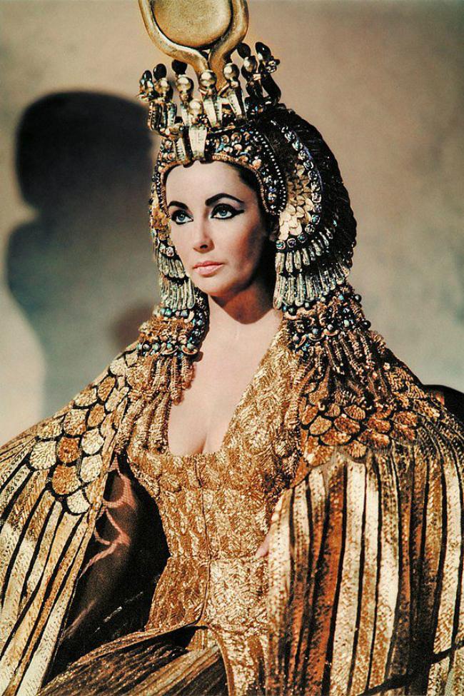 Nữ hoàng Cleopatra VII được lịch sử Ai Cập cổ đại ca ngợi là người có vẻ đẹp nghiêng nước nghiêng thành.