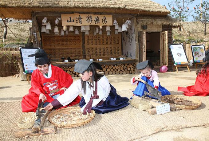 Về thăm quê hương HLV Park Hang Seo - 11