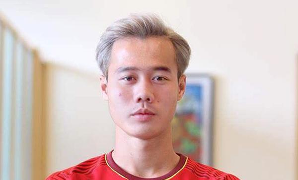 Tiền vệ Minh Vương để tóc Văn Toàn nhưng lại trông hao hao Xuân Trường.