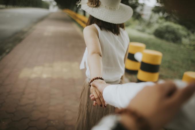 Giữa chúng tôi không có lời cầu hôn, tôi rủ cô ấy đi mua nhẫn rồi cả hai cùng bàn việc cưới xin, Tuấn Anh cho hay.
