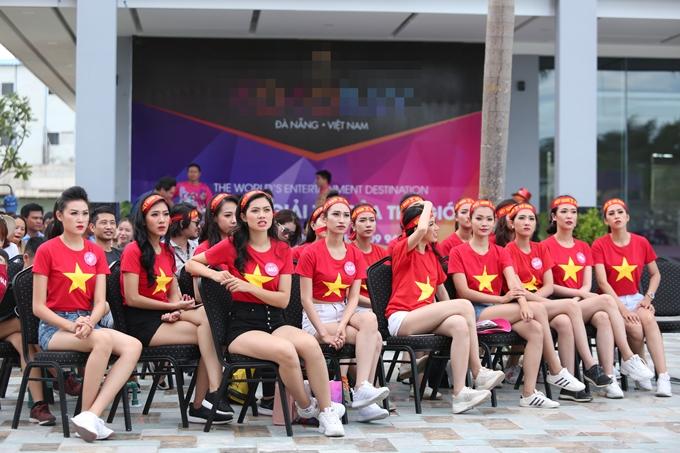 Trước đó, ở kỳ World Cup vừa diễn ra, ban tổ chức cũng tạo điều kiện cho thí sinh cùng theo dõi các trận cầu quan trọng.