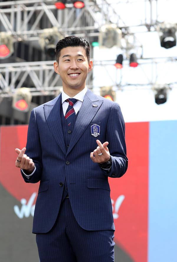 Gu thời trang ấn tượng của át chủ bài tuyển Hàn Quốc - 11