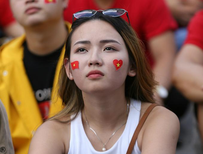 Đủ cung bậc cảm xúc của các CĐV nữ khi xem tuyển Việt Nam thi đấu - 4