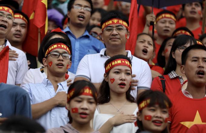 Đủ cung bậc cảm xúc của các CĐV nữ khi xem tuyển Việt Nam thi đấu - 6