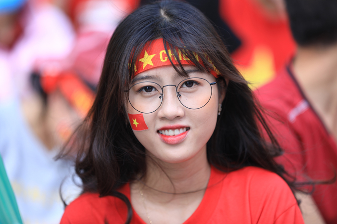 Đủ cung bậc cảm xúc của các CĐV nữ khi xem tuyển Việt Nam thi đấu - 1