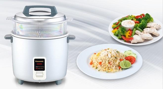 Nồi cơm điện làmột trong những thiết bị nhà bếp được sử dụng hàng ngày. Các cặp đôi mới cưới có thể lựa chọn loại nồi với dung tích vừa phải từ 1,2 đến 1,5 lít, phụ thuộc với nhu cầu sử dụng. Ngoài nấu cơm, nồicòn được dùnglàmnhững món ăn như: chè, bánh, nấu súphay nhiều món mặn khác, đa dạng cho bữa ăn gia đình.Mẫu nồi cơm điện Panasonic kiểu dáng nhỏ gọnbằng thép không gỉ có chức năng giữ nhiệt, dây điện tháo rời thuận tiện cho việc di chuyển. Nồi tích hợp giá hấp giúp vừa nấu cơm vừa hấp được thực phẩm và rau củ,tiết kiệm nhiều thời gian.Bàn phát nhiệt với bề mặt tiếp xúc lớn giúp truyền nhiệt tốt, thu nhiệt đều làm cơm chín nhanh và đều, giữ được lượng vitamin có trong gạo. Sản phẩm đang được bày bán tại Store Ngôi Sao với mức giá 699.000 đồng.