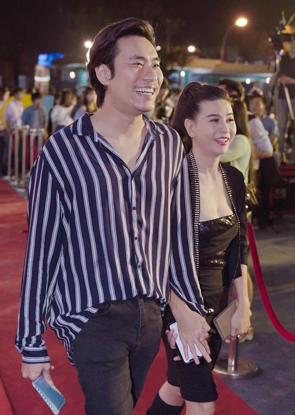 Nhã Phương xuất hiện rạng rỡ sau ngày đính hôn cùng Trường Giang Nhã Phương xuất hiện rạng rỡ sau ngày đính hôn cùng Trường Giang