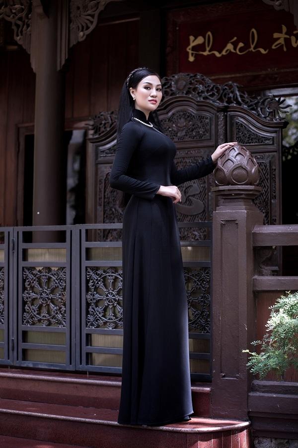 Người đẹp cũng thường xuyên chọn áo dài để xuất hiệntại các sự kiện quan trọng haynhững chuyến đi nước ngoài.