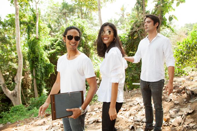 Trước khi bắt tay vào dự án xây dựng resort, cậu con trai đầu Dimitri của chồng Trang Lạ (trái) từng dành thời gian đi du lịch khắp các nước trên thế giới để trải nghiệm. Sau khi thoả mãn đam mê khám phá, anh xin phép cha sang Bali sinh sống và kinh doanhresort. Riêng cậu con trai thứ hai Paco vừa tốt nghiệp trường DukeUniversity, một trong những trường danh tiếng tại Mỹ.