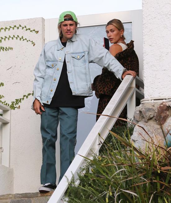 Buổi trưa hôm trước, Justin và Hailey đến tận nhà mục sư của họ ở Los Angeles. Theo X17, cặp đôi đã đăng ký khóa học tư vấn tiền hôn nhân của mục sư này. Mặc dù đến năm 2019 hai người mới tổ chức đám cưới nhưng cả hai đều muốn chuẩn bị hành trang tốt nhất cho cuộc sống hôn nhân sắp tới.