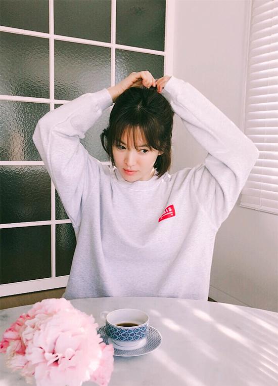 Dù năm nay đã 37 tuổi nhưng Song Hye Kyo vẫn giữ được làn da trẻ trung, mịn màng như thời đôi mươi.