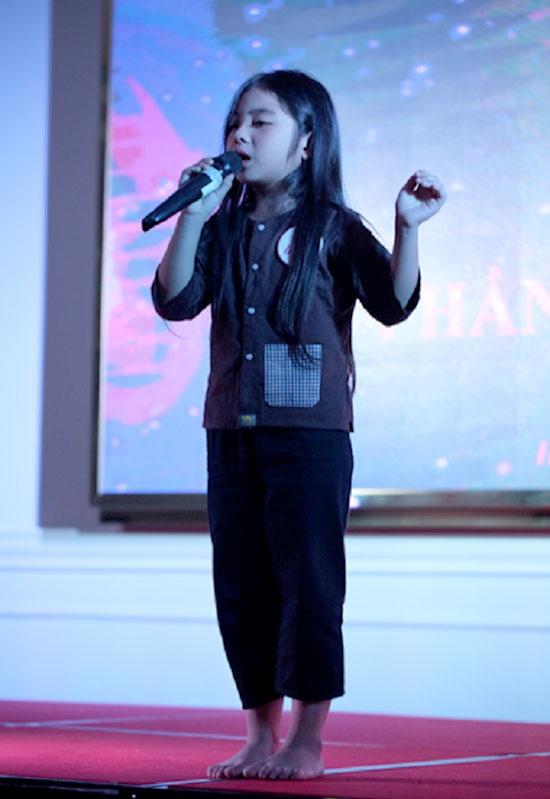 Hát là đam mê của Minh Anh. Cô bé có thể hát được nhiều bài ở các thể loại âm nhạc khác nhau, và say mê với những bài hát về mẹ. Bài hát đã gây xúc động với giám khảo và khán giả tại phần thi tài năng miss baby việt nam 2018 vừa qua.
