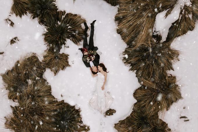 Ảnh được chụp trên nền tuyết tại Queenstown, New Zealand bởi Benjamin Lane và SirjanaSingh.