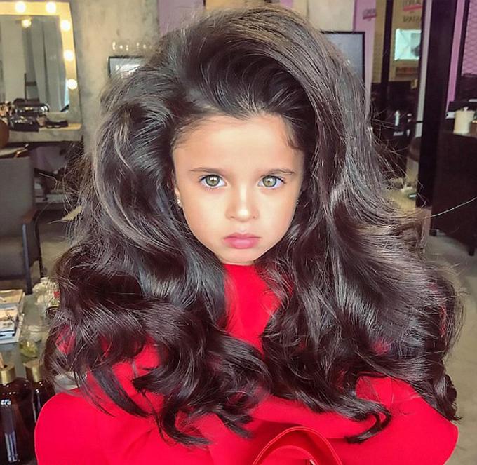 Mặc dù có rất nhiều người ấn tượng với cô bé Mia song vẫn có những phụ huynh cho rằng: Cô bé không thích hợp đứng dưới ánh đèn sân khấu khi còn quá nhỏ như vậy.  Một người khác lại tỏ ra gay gắt với những kiểu tóc của Mia: Không thể làm thế với một đứa trẻ. Nếu tôi có con gái, tôi sẽ không bao giờ để con mình xuất hiện trước công chúng với những phong cách như thế.