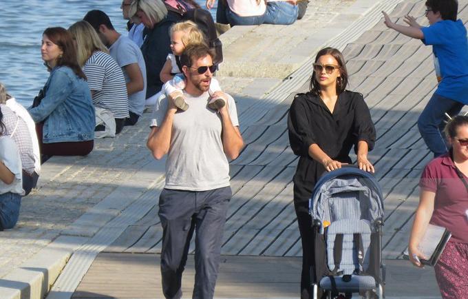 Một ngày trước đó, Bradley và Irina đưa con đi du lịch ở Paris, Pháp.