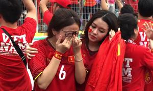 Fan rơi lệ khi Việt Nam thua ở loạt đá luân lưu