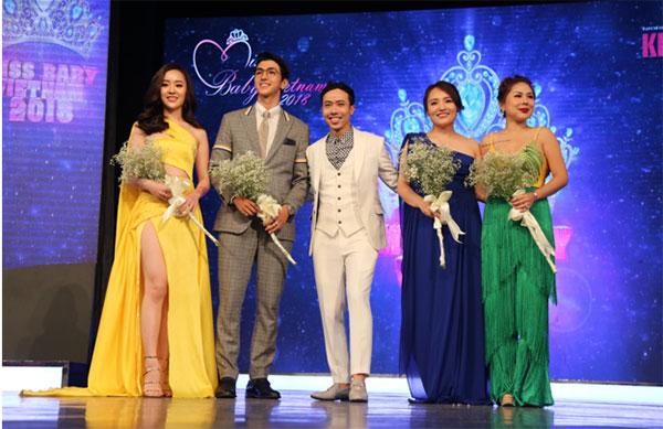 Ban giám khảo trong đêm chung kết gồm:  Hoa hậu tài năng  - Hoa hậu hoàn vũ Việt Nam2017 Hoàng Hải Thu (váy vàng), ca sĩNhật Thủy (váy xanh đậm), diễn viên Bình An (thứ hai, từ trái sang)và chuyên giamake-up Tina Lê (ngoài cùng, bên phải).