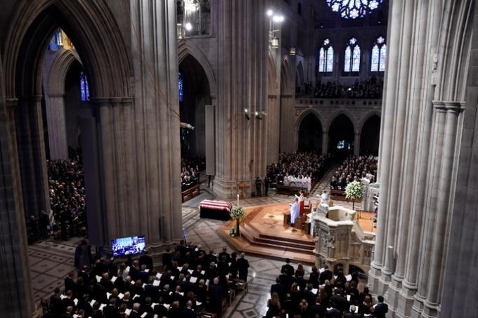 Quang cảnh Nhà thờ Quốc Gia, nơi 2.500 người tham dự lễ tiễn đưa một trong chính trị gia được tôn trọng nhất nước Mỹ. Ảnh:AFP.