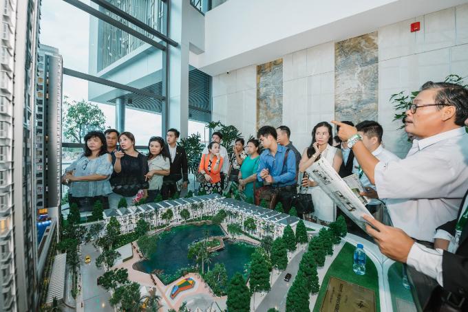 Khách hàng tham quan nhà mẫu dự án Green Star Sky Garden vừa ra mắt tại khu Nam Sài Gòn.