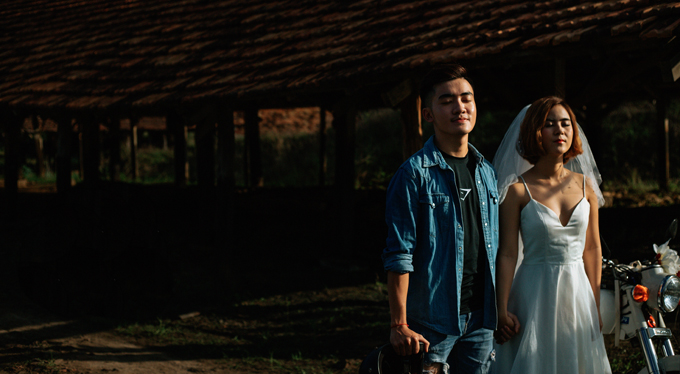 Do không có nhiều thời gian nên cặp vợ chồng đã chọn chụp ảnh ngay ở mảnh đất quê hương. Bộ ảnh được thực hiện nhanh chóng trong vòng một tiếng rưỡi.