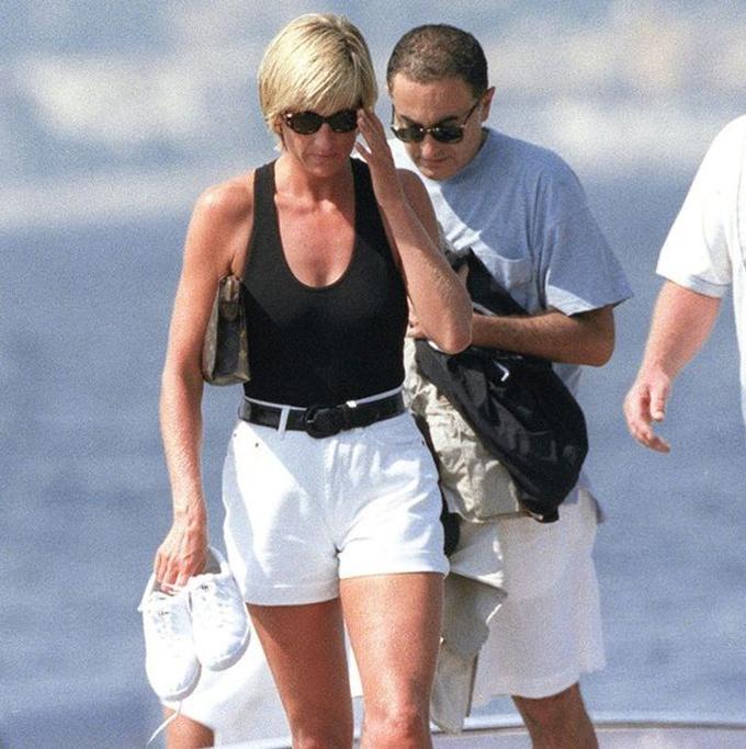 Bà Diana và ông Dodi trong chuyến nghỉ dưỡng ở Saint Tropez, đông nam nước Pháp, hồi tháng 7/1997. Ảnh: Flynet Pictures.