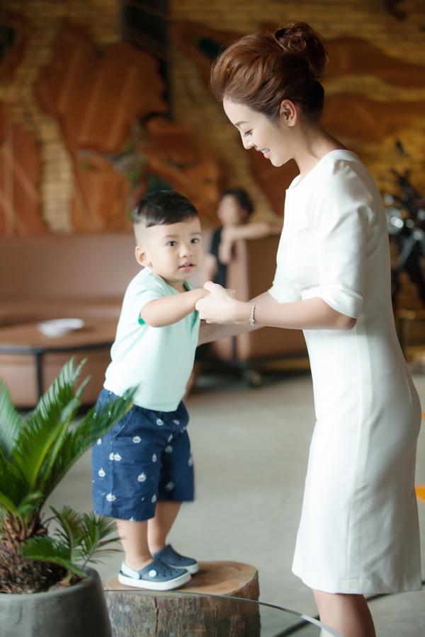Bé Nu tên thật là Nguyễn Đức Minh Trung, tròn 20 tháng tuổi. Cậu nhóc là trái ngọt thứ hai trong cuộc hôn nhân của Jennifer Phạm và doanh nhân Đức Hải.