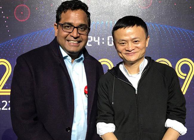 Công ty của Vijay Shekhar Sharma nhận được đầu tư từ Alibaba của tỷ phú Jack Ma (phải) vào năm 2016. Ảnh: Rediff.