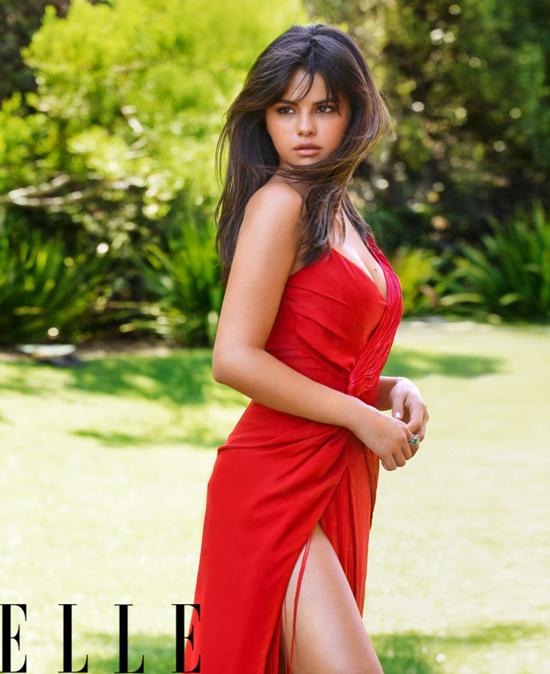 Selena không nhắc đến tên Justin Bieber trong cuộc phỏng vấn nhưng đề cập tới khoảng thời gian khó khăn đầu năm nay. Đó là khi cô chia tay Justin sau vài tháng tái hợp và đấu tranh với bản thân để tìm hướng đi mới. Nữ ca sĩ bộc bạch, cô đã trò chuyện với những người phụ nữ thân thiết tuyệt vời trong đời tôi là mẹ và dì, được họ khuyến khích để vững bước trong cuộc sống.