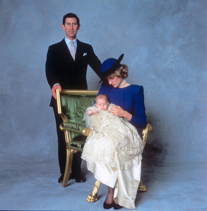 Vợ chồng Công nương Diana tổ chức lễ rửa tội cho Harry vào năm 1985.