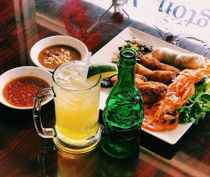 Nhà hàng nằm tại địa chỉ: 1127 North Hudson Street Arlington, Virginia, mở cửa từ 11h đến 22h ngày thường và 23h ngày cuối tuần. Thực đơn của nhà hàng chủ yếu là các món ăn Việt Nam. Tờ Eater Washington DC từng đưa địa điểm này vào danh sách 13 quán phở ngon xung quanh thủ đô nước Mỹ.