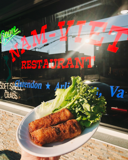 Nem rán là một trong số những món ăn được yêu thích nhất ở nhà hàng này. Giá bán một cặp là 5,5 USD, với nhân gồm thịt lợn chiên, thịt gà, thịt cua, cà rốt, hành... ăn kèm một số loại rau sống. Nem còn có phiên bản chay với giá bằng nhau.