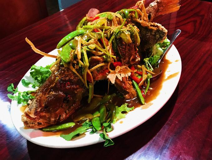 Ngoài các món quen thuộc thì nhà hàng cũng có nhiều món ăn được đầu bếp đặc biệt chế biến riêng, hoặc các món xôi hoặc món chay dành cho người không ăn thịt.