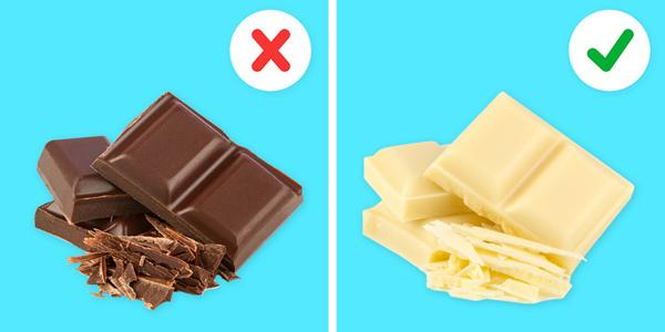 Chocolate đen Chocolateđen cũng có thể gây mất ngủ bởi vì nó chứa caffeine. Một nguyên tắc chung là chocolatecàng đậm thì càng chứa nhiều caffeine. Vì vậy, nếu vẫn thèm đồ ngọt thì bạn có thể ăn chocolatetrắng thay vì loại đen.