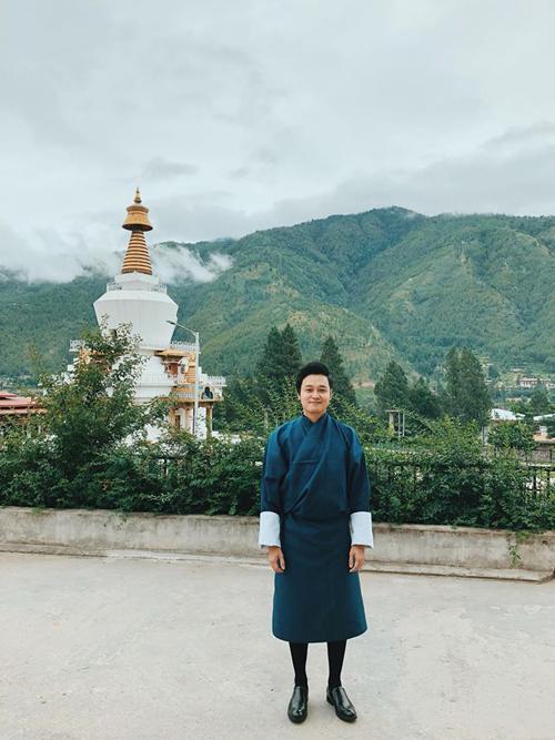 Trang phục truyền thống của vương quốc Bhutan, mọi người sẽ mặc đồ này đi làm, đi học. Thimphu