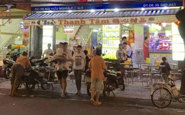 Chè bê đê ở Sài Gòn càng khuya càng đông khách