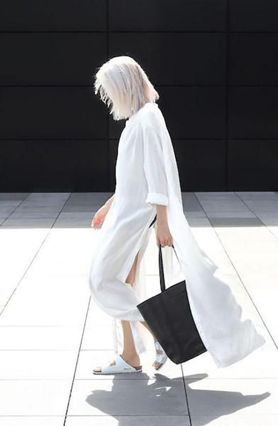 Các chất liệu lụa nhân tạo, van lụa, cotton lụa thường mang lại cảm giác bay bổng và nhẹ nhõm trên các dáng váy over size.
