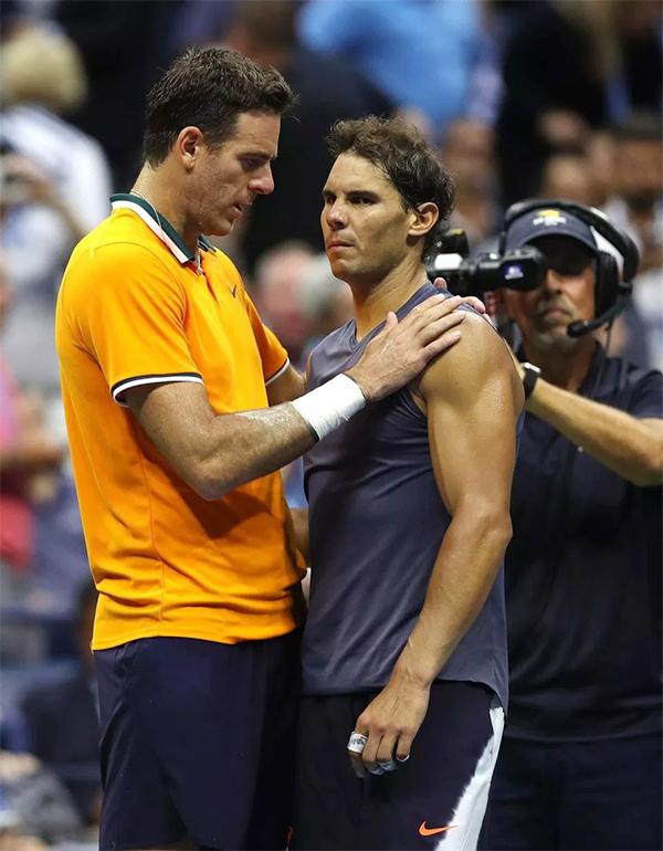 Del Potro động viên Nadal sau trận đấu.
