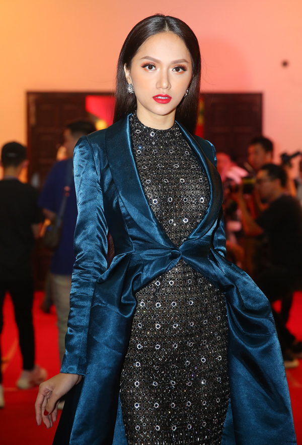Người đẹp vừa trải qua hành trình làm huấn luyện viên Siêu mẫu Việt Nam 2018 rất đáng nhớ. Cô nhiều lần cùng học trò giành chiến thắng trước team của Kỳ Duyên.