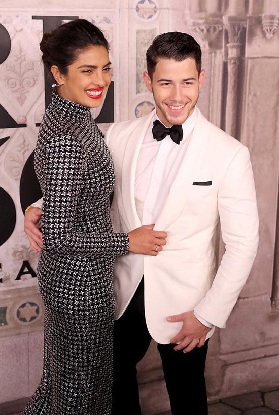 Đây là lần đầu tiên Hoa hậu Thế giới 2000 và chàng út của nhóm Jonas Brothers đi dự sự kiện cùng nhau từ khi hẹn hò vào tháng 5.