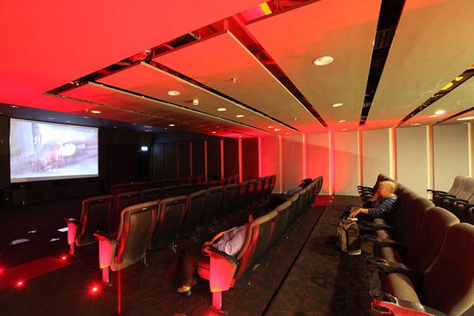 Rạp chiếu phim mini sỡ hữu 2 phòng chiếu, nơi bạn có thể xem những bộ phim bom tấn mới nhất hoàn toàn miễn phí.