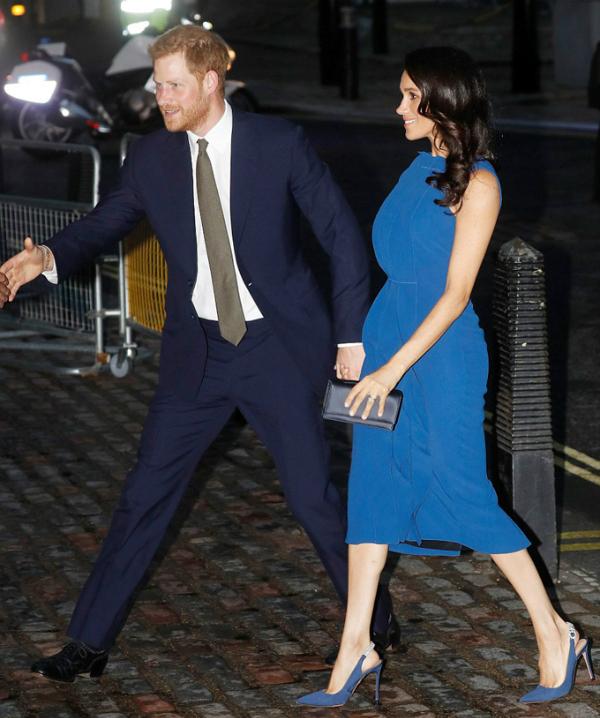 Vợ chồng Hoàng tử Harry và Meghan đến dự buổi hòa nhạc đánh dấu gần một thế kỷ kết thúc Thế chiến I ở Trung tâm Hội nghị Central Hall Westminster, London, tối 6/9. Ảnh: AP.