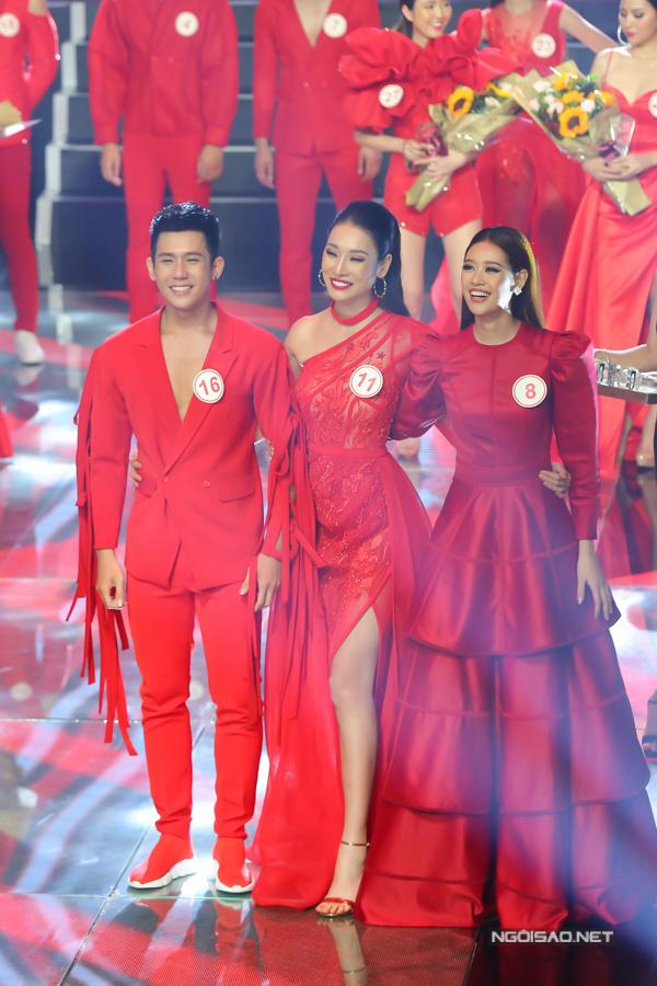 Giải bạc Siêu mẫu VN 2018 thuộc về Xuân Hùng, Thảo Phương và Khánh Vân.
