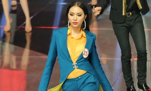 Thí sinh Siêu mẫu Việt Nam ấp úng thi ứng xử