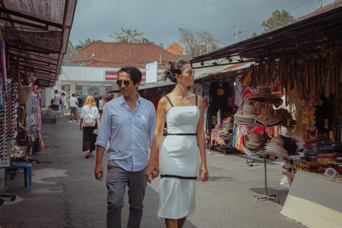 Kết hôn đã 3 năm nhưng Trang Lạ và chồng đại gia - bác sĩ Việt kiều Trần Tiến Chanh, vẫn tận hưởng cuộc sống vợ chồng son. Cả hai dành nhiều thời gian đi du lịch các nước trên thế giới. Sau kỳ nghỉ hè kéo dài một tháng ở châu Âu, Trang Lạlại sang Bali (Indonesia) để thăm hai con trai riêng của chồng đang xây dựng resort ở đây.