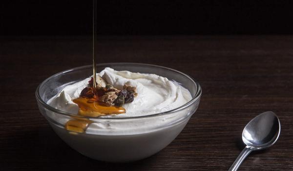 Sữa chua Hy LạpSữa chua Hy Lạp chứa hàm lượng dinh dưỡng cao, giàu canxi, protein, là thực phẩm hỗ trợ giảm cân đầu bảng.