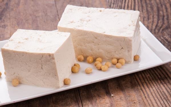 Đậu phụĐậu phụ giàu protein, có tới 9 g protein trong 100 g đậu phụ, tốt cho ngũ tạng, bổ gan, dưỡng thận, lợi sữa, nuôi tóc...