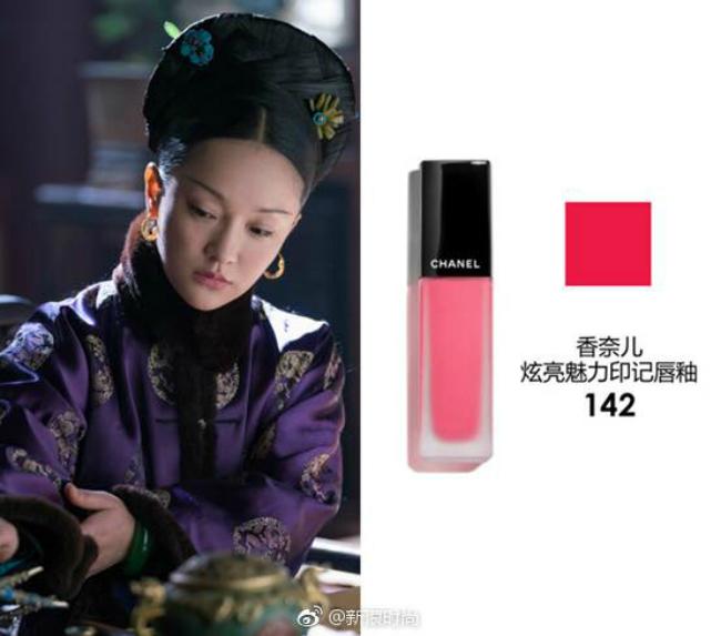 Là gương mặt đại diện của Chanel trong nhiều năm nên không quá khó hiểu khi phần lớn các màu son được nữ diễn viên sử dụng trong phim này đều đến từ thương hiệu lừng danh nước Pháp.