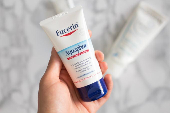 Aquaphor có khả năng cấp ẩm tốt, lành tính, dùng được cho nhiều vùng da trên cơ thể.